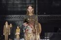 فستان لامع من مجموعة أزياء Burberry لخريف وشتاء 2020