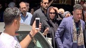 أحمد الفيشاوي ينشر آخر صوره مع والده ومقطع رصد توبيخه لزوجته يثير ضجة
