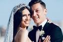مسعود أوزيل وعروسه أمينة غولشه بأول ظهور بعد شهر العسل