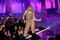 Taylor Swift في استعراض خلال الحفل