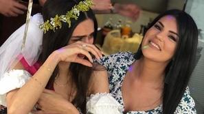 شاهدي بكاء أمينة غولشه بحفل وداع العزوبية قبل زفافها إلى مسعود أوزيل