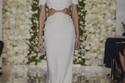 برج الأسد: تمتلك امرأة برج الأسد شخصية قوية وتحب لفت الأنظار لها لذا ستختار مثل فستان الزفاف جريء هذا من ريم عكرا
