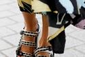 موديلات أحذية مسطحة مع الصندل ذو الأربطة