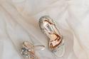 موديلات أحذية زفاف مرصعة بالفصوص