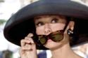 أوردي هيبورن بنظارتها الأيقونية من فيلم Breakfast at Tiffany