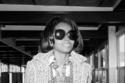 المغنية ديانا روز بنظارة ضخمة أنيقة في السبعينيات