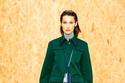 بدلة عملية باللون الأخضر الداكن من Lacoste