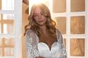 موديلات فساتين زفاف ستان ناعمة مع أكمام منفوشة