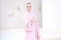 عباية باللون الوردي ترتديها تسنيم أبو سيدو