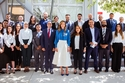 الملكة رانيا مع عدد من السؤولين في مبادرة إدراك