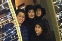 جيهان نصر مع أبنائها الأربعة
