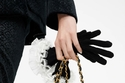 حقيبة يد من المخمل من  Chanel Metiers dArt