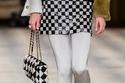 حقيبة يد باللون الأسود والأبيض من مجموعة Chanel Metiers dArt