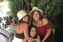 رانيا يوسف وابنتيها في اليونان
