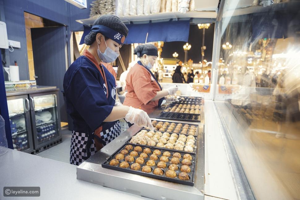 عالم من النكهات مع أكثر من 200 مطعماً ومقهاً وأكشاك المأكولات الشعبية