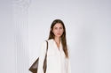 معطف أبيض من مجموعة Nanushka ريزورت 2022