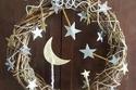 أكاليل زهور لزينة الأبواب في شهر رمضان