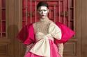 عرض أزياء فالنتينو في بكين