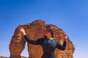 شاهدي ريا أبي راشد بجولتها السياحية في صحراء السعودية المدهشة