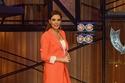 سيرين عبد النور نسقت بدلة كلاسيكية باللون البرتقالي المبهج