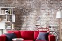 غرفة معيشة باللون الأحمر لعيد الحب