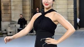 شاهدي أسيل عمران عارضة أزياء على الـCatwalk في أسبوع باريس للموضة
