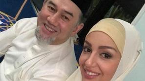 صور تعرفوا على الحسناء الروسية التي اعتنقت الإسلام وتزوجت ملك ماليزيا