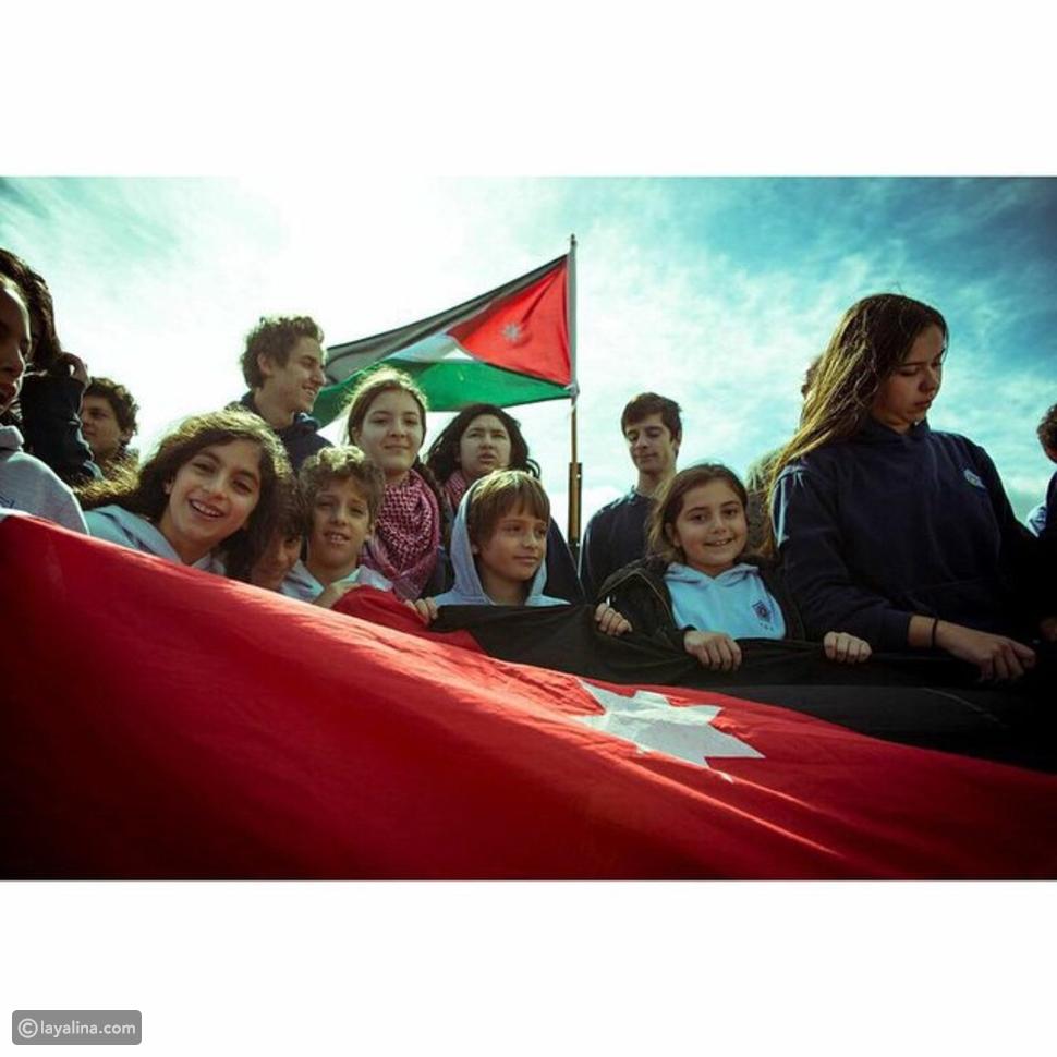 أجمل صور الملكة رانيا مع أبنائها خلال 25 عامًا: رسائل الحب والأمومة