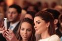 الملكة رانيا تتواصل بعفوية مع الأميرة سلمى