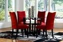 مقاعد حمراء أنيقة في غرفة السفرة