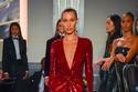 بيلا وجيجي حديد يتألقان في عرض أزياء Ralph Lauren في نيويورك