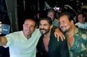 عمرو دياب يلتقط صورة سيلفي مع خالد سليم
