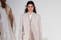 بدلة نسائية من مجموعة فيكتوريا بيكهام للأزياء الجاهزة  ربيع 2018