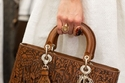 Dior تعيد إصدار التصميمات الأساسية من حقائبها