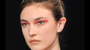 مكياج عيون نيون من صيحات مكياج 2020
