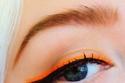 مكياج عيون مميز نيون من صيحات مكياج 2020