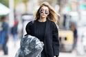 Gigi Hadid بمزيج  من أزياء الصيف و الخريف