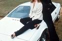 """جيمس بوند مع السيارة أثناء تصوير فيلم """"الجاسوس الذي أحبني"""" عام 77"""