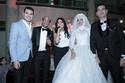 العروس اعتمدت على فستان أبيض ذو لمسات ناعمة