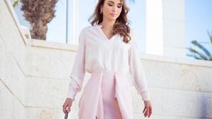 في عيد ميلادها: نسقي إطلالتك المحتشمة منأزياء الملكة رانيا العبد لله