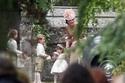 الأمير جورج يبدو وكأنه يبكي بعد الخروج من الكنيسة