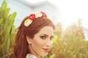 نسرين طافش بتسريحة شعر رائعة تزينها الورود