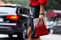 الأحذية ذات الأربطة مع الأزياء الجلد