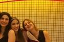 هازال كايا في صورة سيلفي لطيفة مع صديقتيها المقربتين
