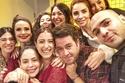 هازال كايا في صورة سيلفي لطيفة مع أصدقاؤها