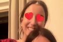 هازال كايا في صورة سيلفي لطيفة مع صديقتها