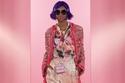 إطلالة أنيقة مع بنطلون الديباج الذهبي من مجموعة  Dolce & Gabbana