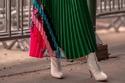 12 طريقة مختلفة ستجعلكِ ترتدين حذاء الكاحل الأبيض بشكل مميز