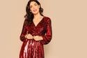 فستان ماكسي أحمر لامع بفتحة صدر كاشفة - سعره 165 درهم إماراتي