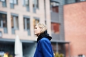 Hoodie أسود  مع معطف طويل أزرق